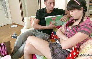 नग्न किशोर लड़कियों